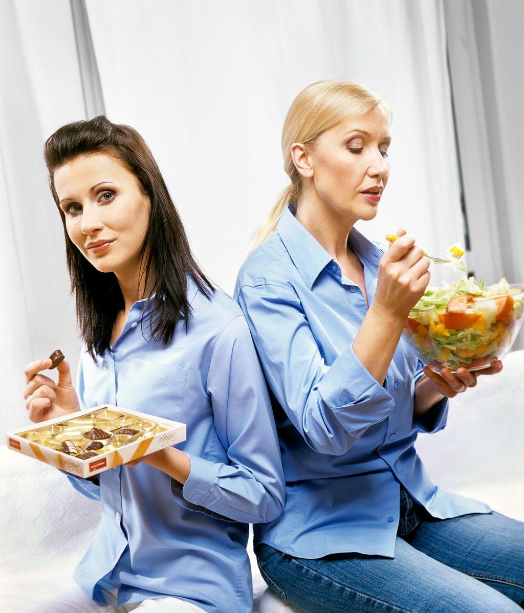 Mujeres comiendo