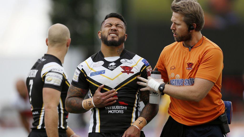 El jugador de rugby neozelandés Junior Sa'u se retira lesionado tras un fuerte golpe (01/10/2016)
