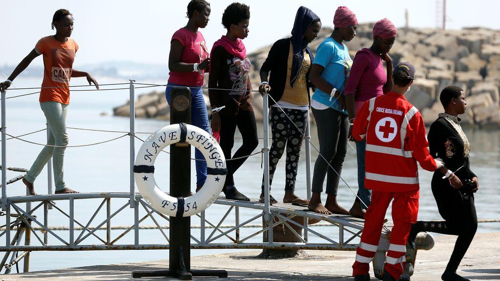 Miles de inmigrantes llegan a las costas italianas