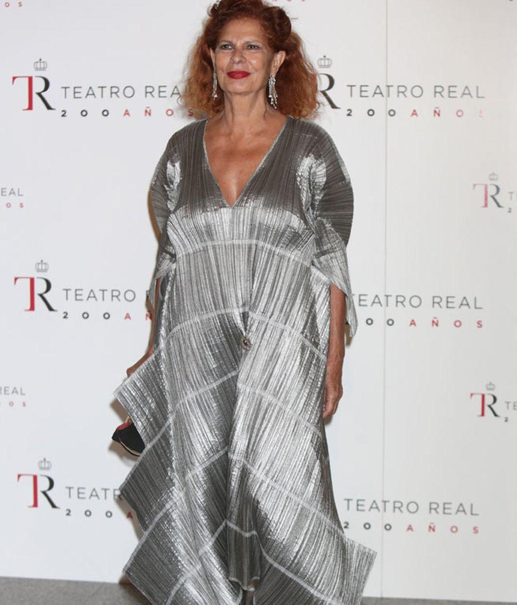 Carmen Alborch con vestido plateado asimétrico