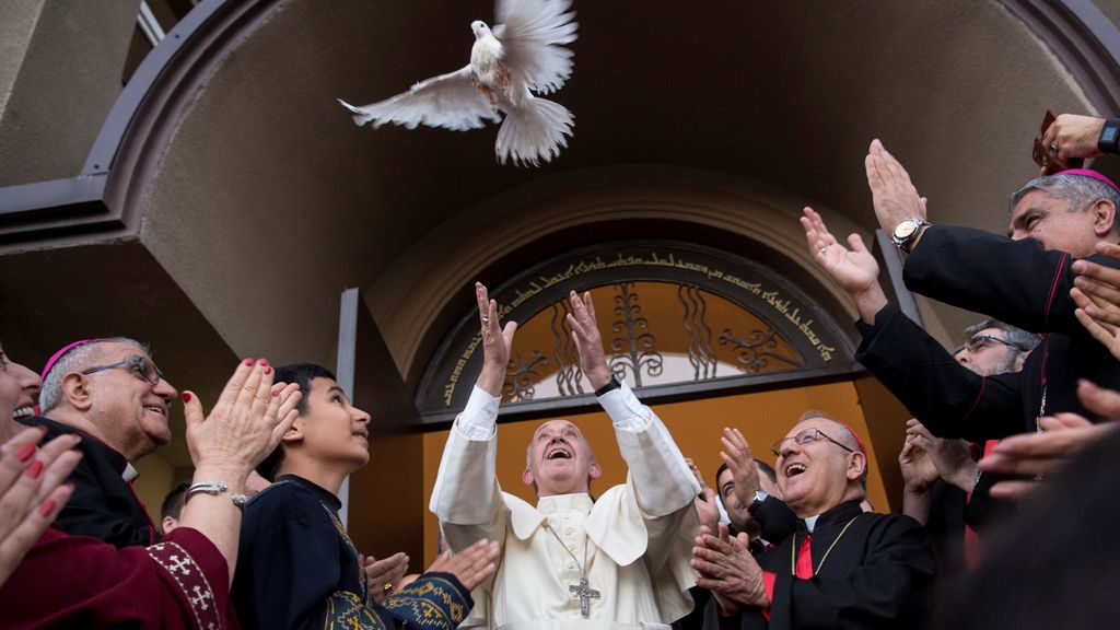El Papa Francisco, con la paloma de la Paz
