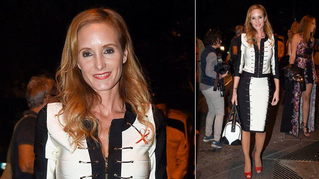 La modelo Sandra Ibarra con un dos piezas blanco y negro