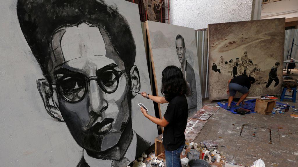 Unos retratos históricos sobre el Rey Bhumibol Adulyadej