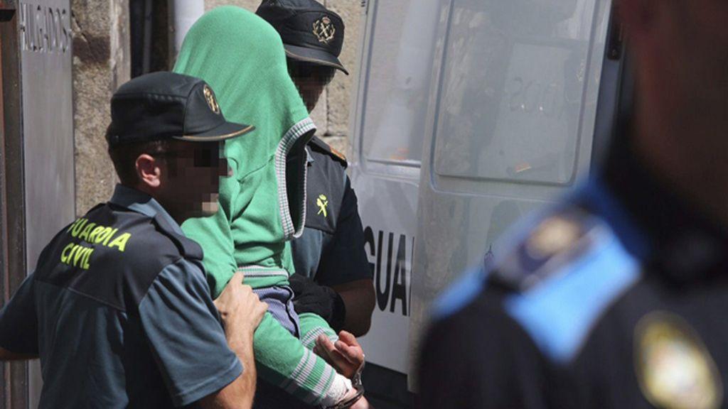 Tensión a la salida del juzgado del presunto parricida de Moraña, Pontevedra