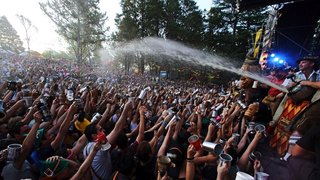 Miles de personas celebran el Oktoberfest en Argentina