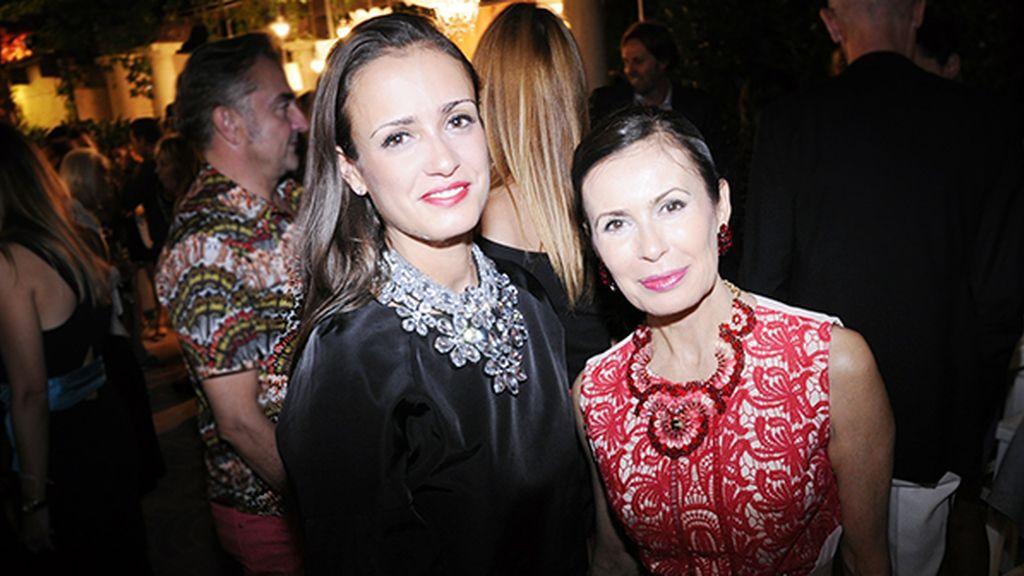 La diseñadora Teria Yabar y su hija Elsa, con creaciones de su propia firma
