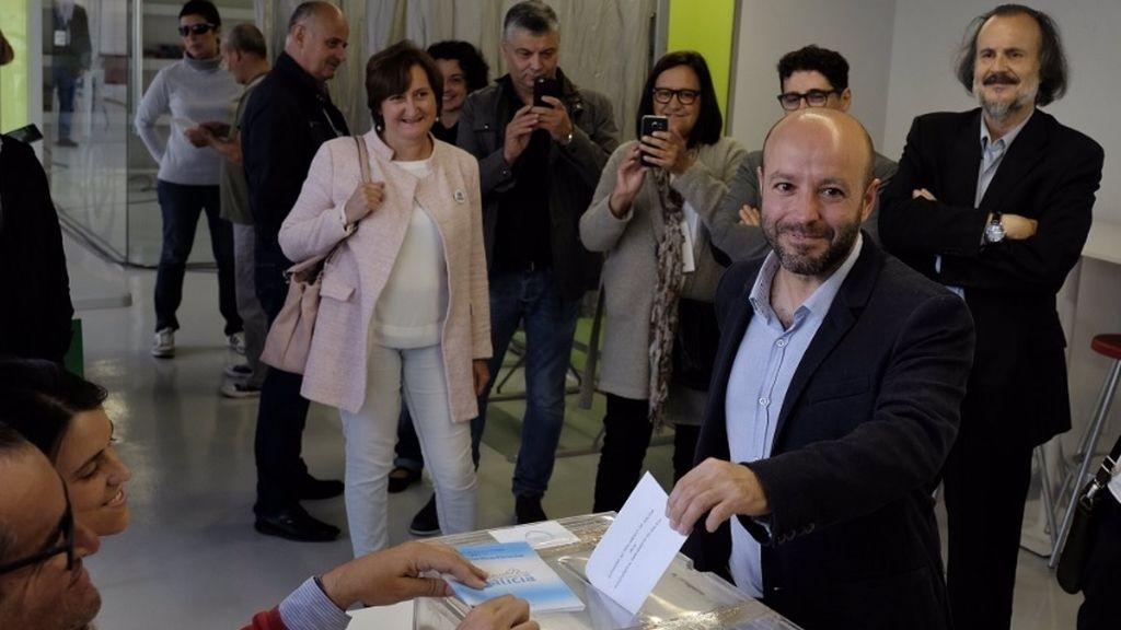 Luis Villares, de En Marea, ha ejercido su derecho a voto