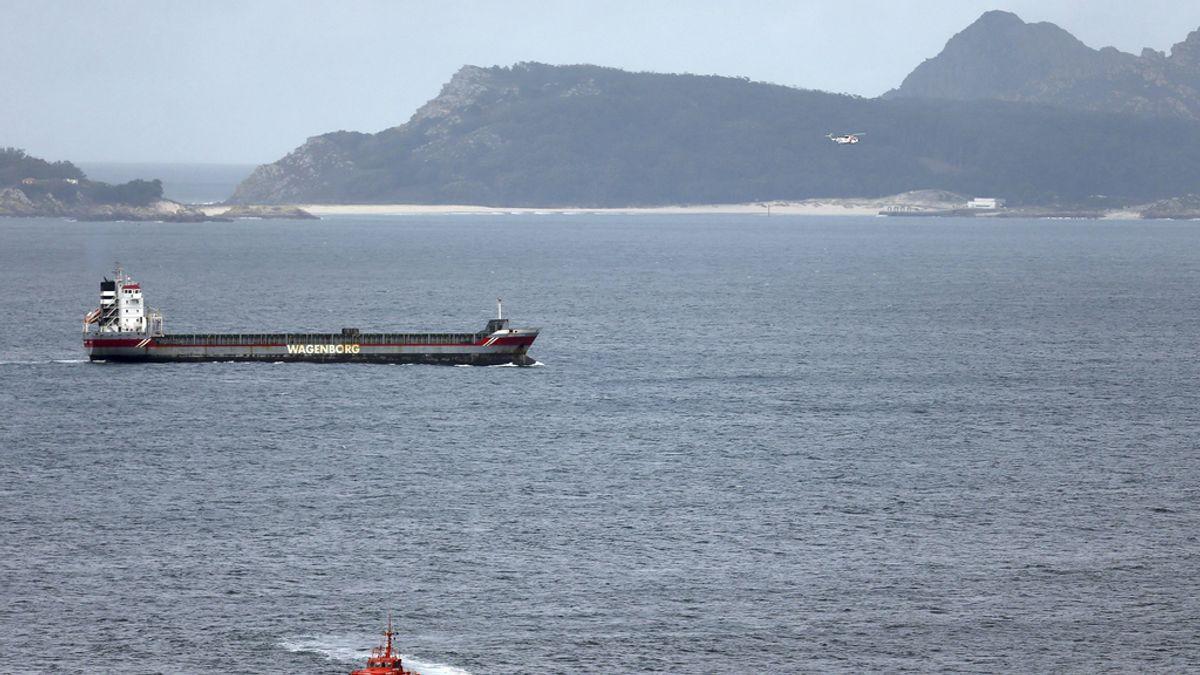 Continúa la búsqueda de los dos marineros desaparecidos tras hallar restos de la embarcacion