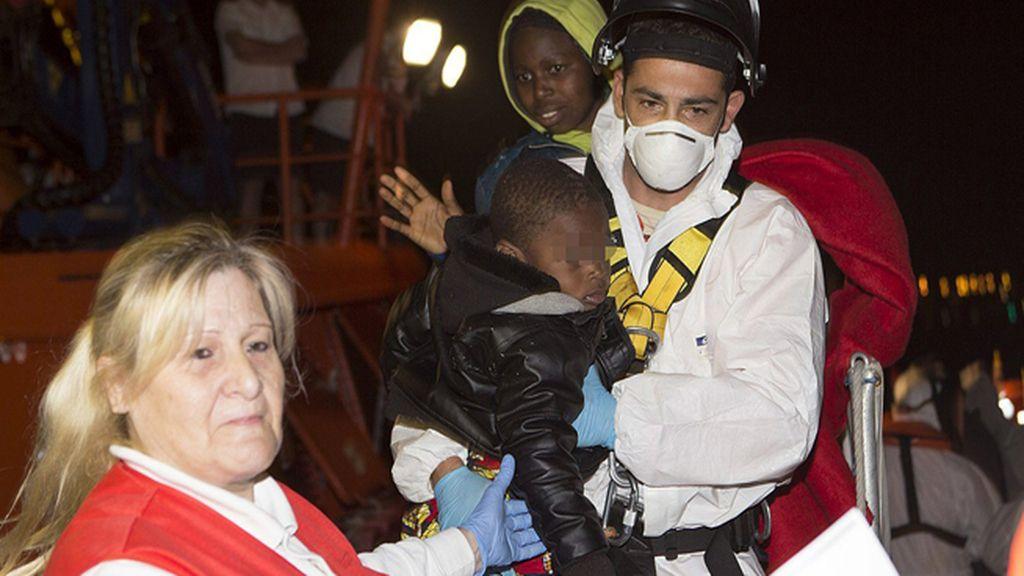 Rescatan una patera con 28 personas
