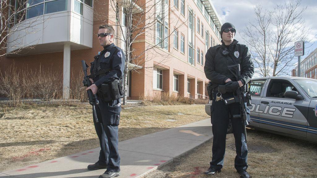 La policía de Denver tras el tiroteo