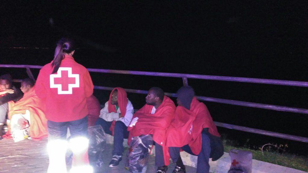 Un menor inmigrante, trasladado al hospital de Ceuta con hipotermia y síntomas de ahogamiento