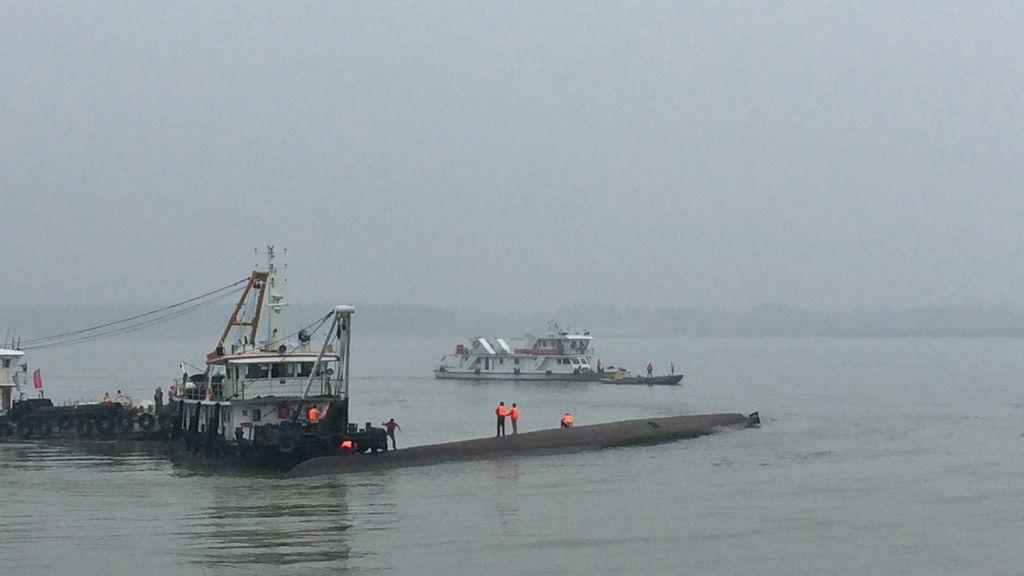 Un barco se hunde en China con 450 personas a bordo