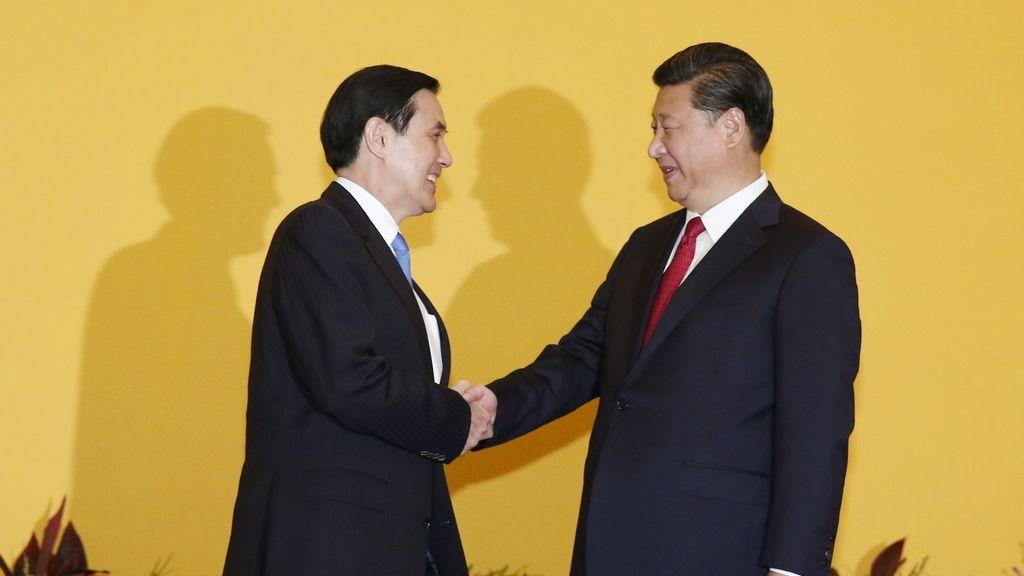 Histórico apretón de manos entre los presidentes de China y Taiwán