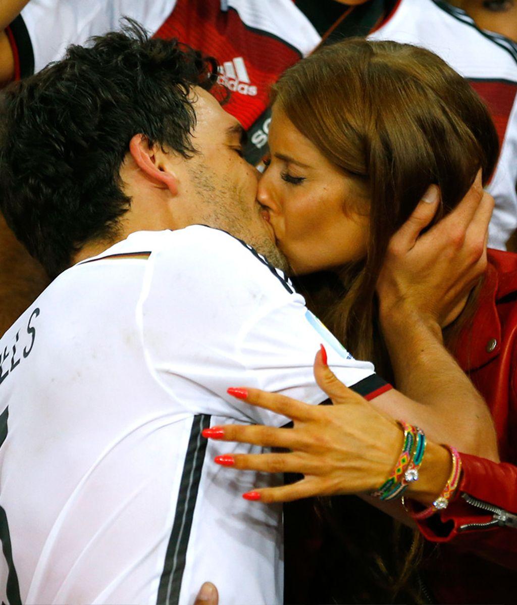 Hummels y Cathy Fischer se dieron el beso de los campeones