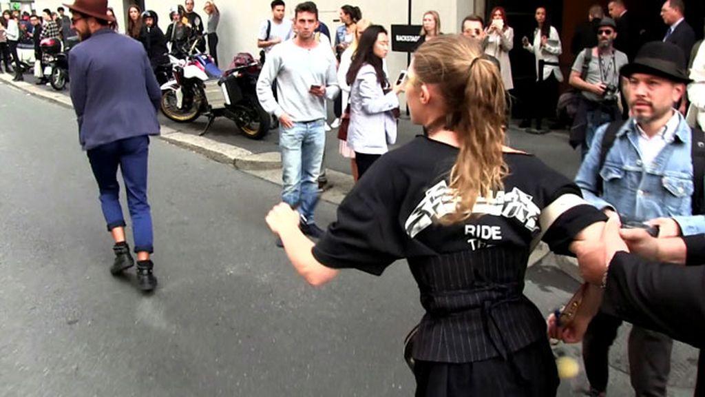 El hombre la agarró en la calle a la salida de un desfile en Milán