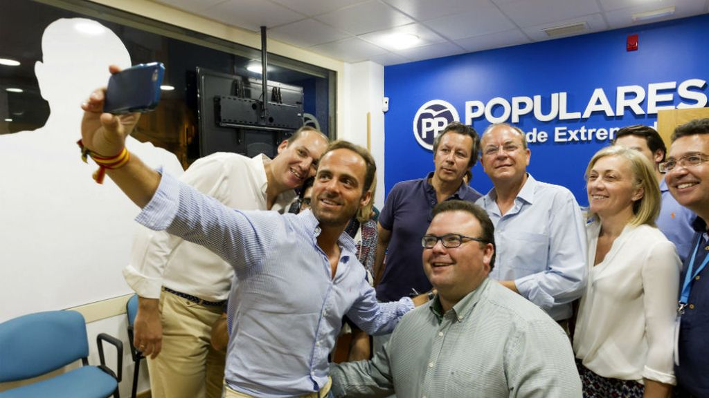 'Selfie' de celebración de los populares