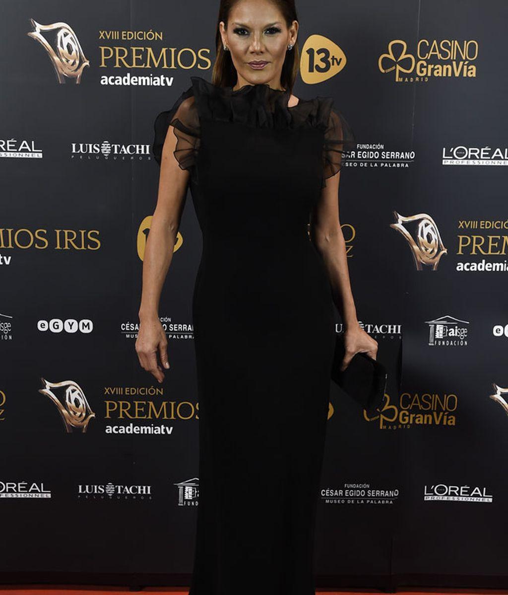 Sobriedad y elegancia para Ivonne Reyes, firmado por 'Max Mara'
