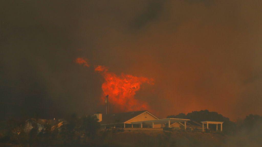 Desalojadas 15.000 viviendas en California por un gran incendio