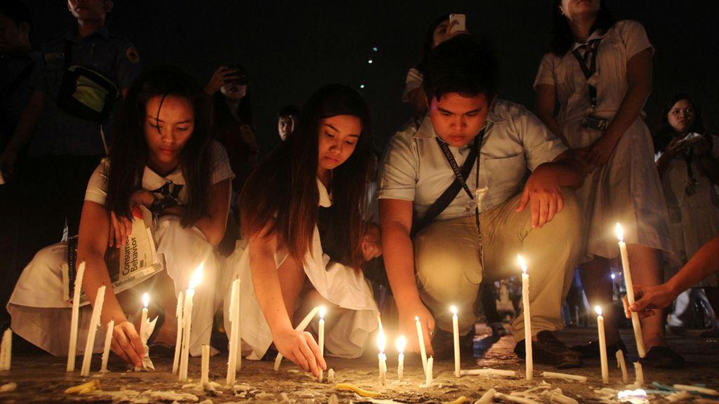 Vigilia por las víctimas de Filipinas