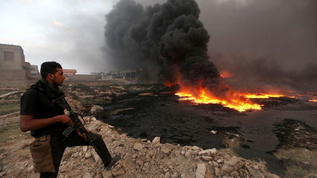 Incendian los pozos de petróleo