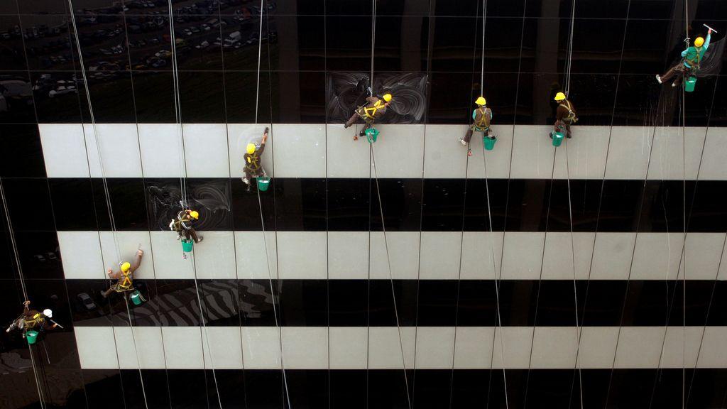 Dando brillo a los rascacielos de Buenos Aires