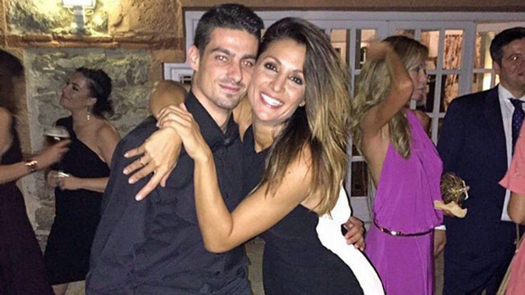 Nagore Robles, con vestido negro y blanco, también estuvo en la fiesta