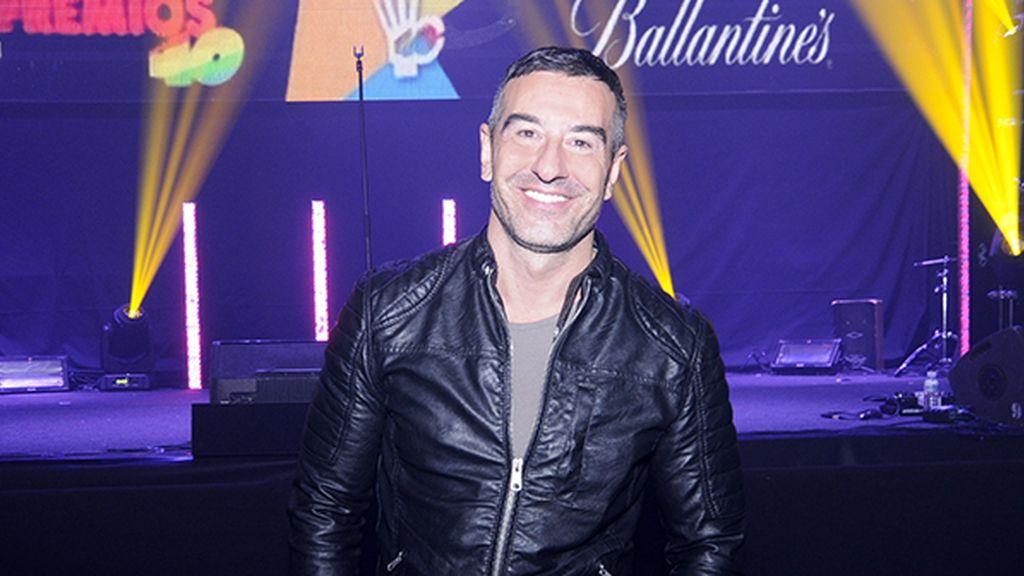 Abel Arana será el encargado de presentar la alfombra azul de los premios 40 para Ballantine's