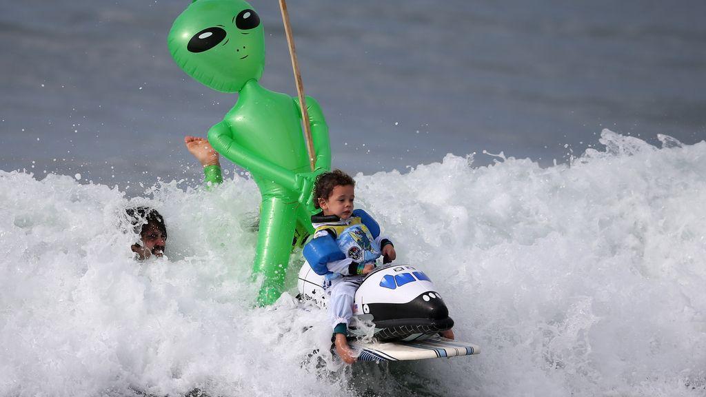 Celebrando Halloween surfeando unas olas en Santa Mónica (29/10/2016)