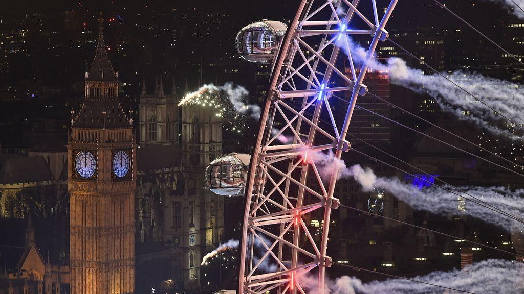 Londres recibe la llegada de 2016 por todo lo alto