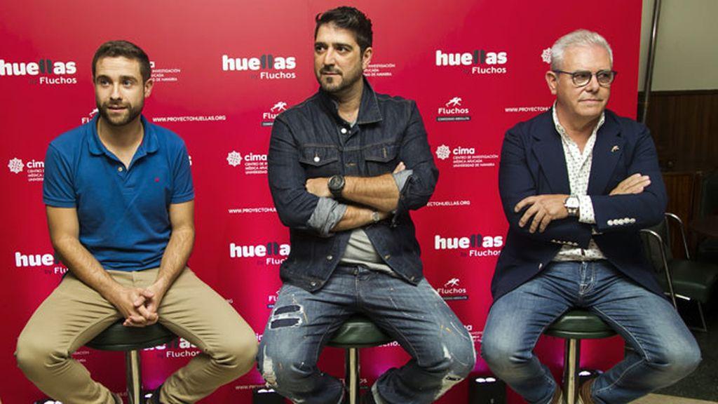 Adrián Vallejo, Antonio Orozco y el director de Fluchos