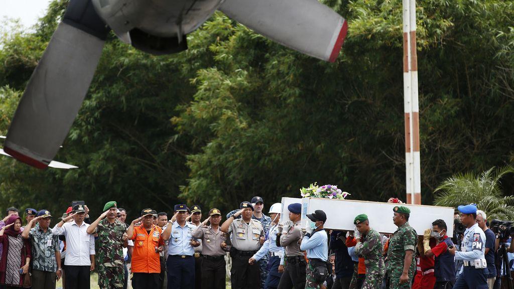 El Gobierno indonesio indica que el avión desaparecido de AirAsia no tenía permiso de vuelo