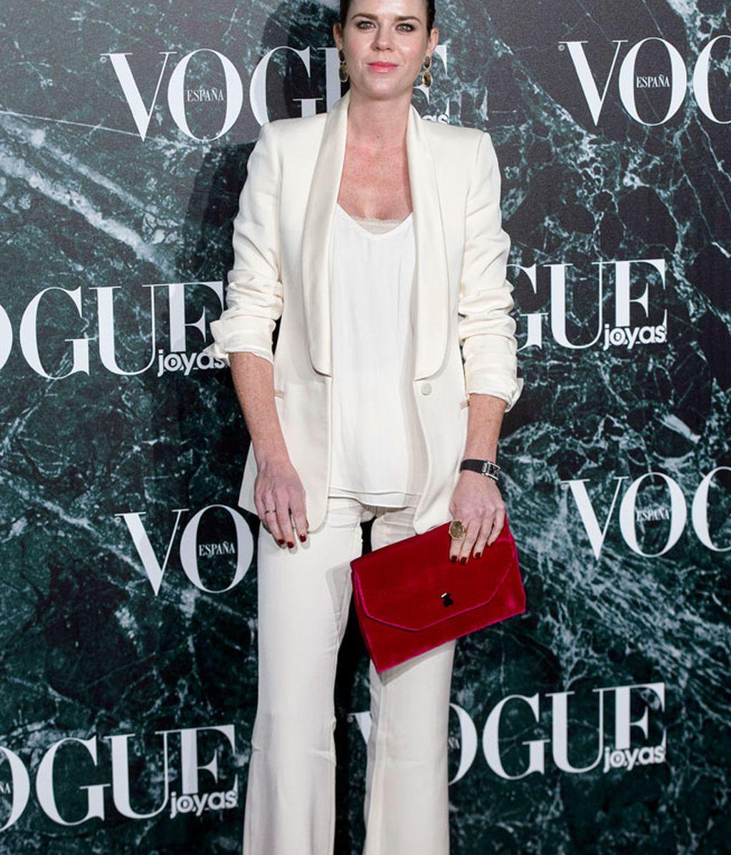 El 'total white' de Amelia Bono, nos recuerda al de Lady Gaga en los AMA