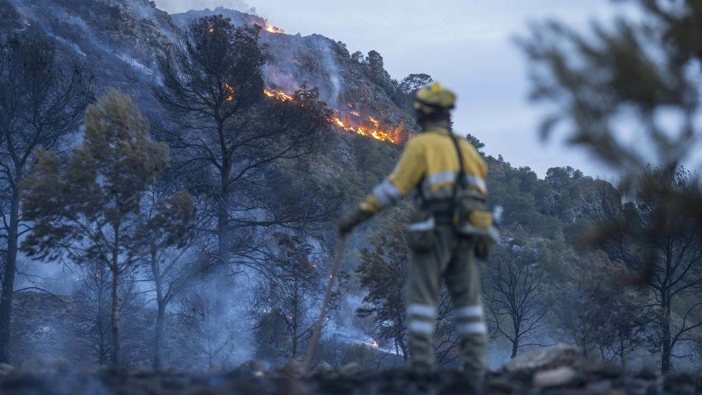 Un incendio en la Sierra del Molino moviliza a medios terrestres y aéreos