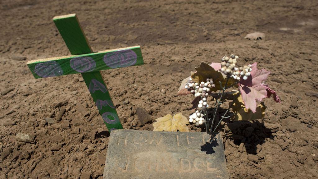Homenaje a los inmigrantes desconocidos muertos en la frontera entre México y EE. UU.