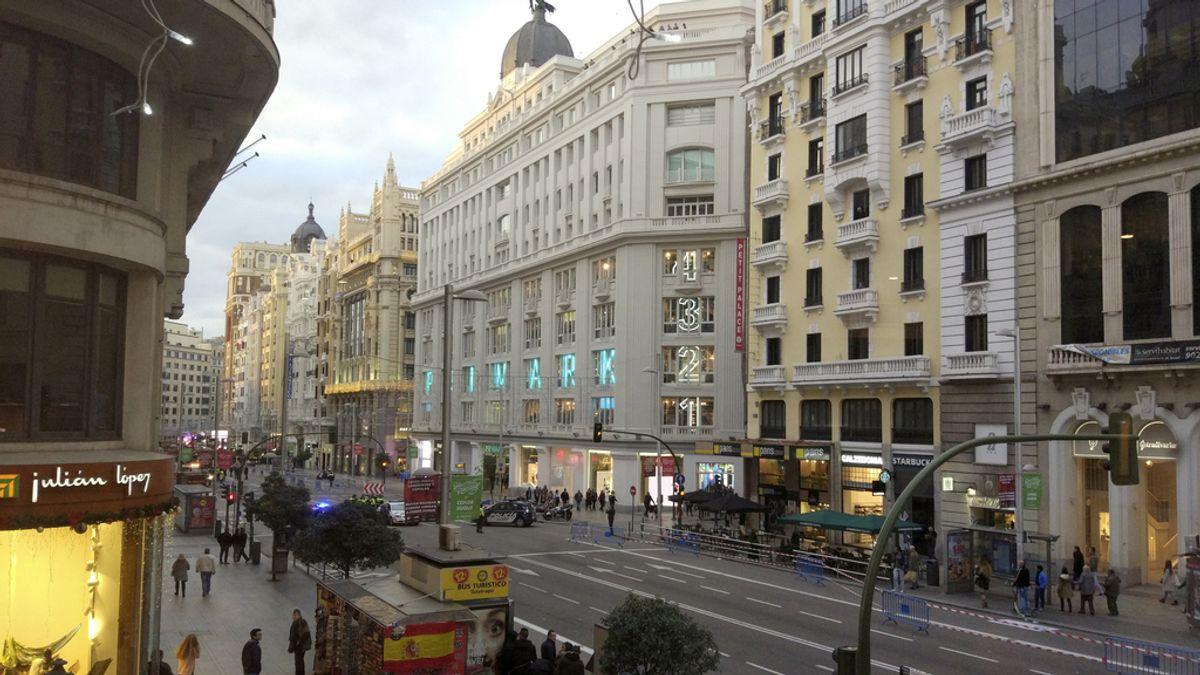 La falsa alarma de bomba en la Gran Vía de Madrid desata el pánico entre los viandantes