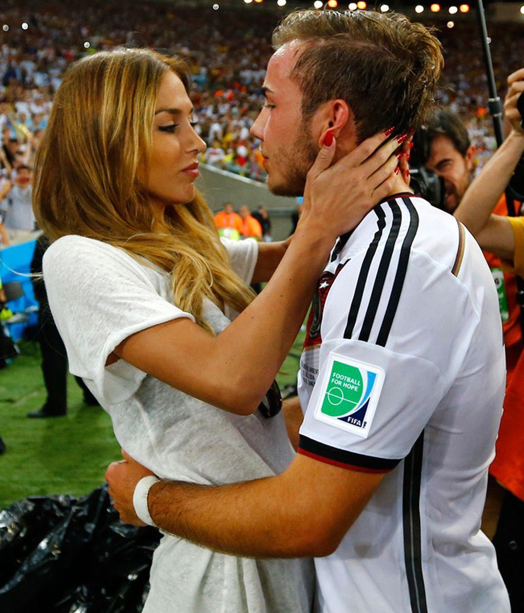 El goleador Götze fue a buscar a su novia Ann-Kathrin