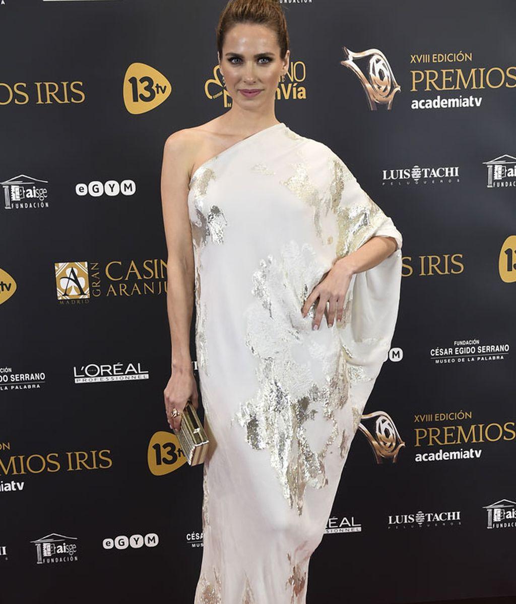 Estiloso asimétrico de Vanessa Romero, firmado por 'Freddy Alonso'