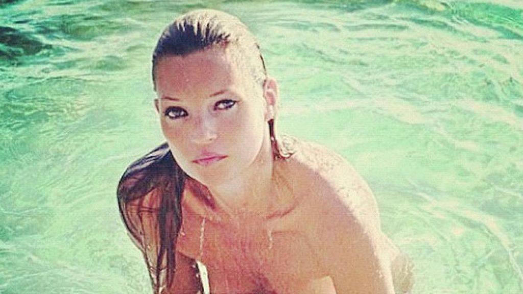 Kate Moss luce topless a los 40