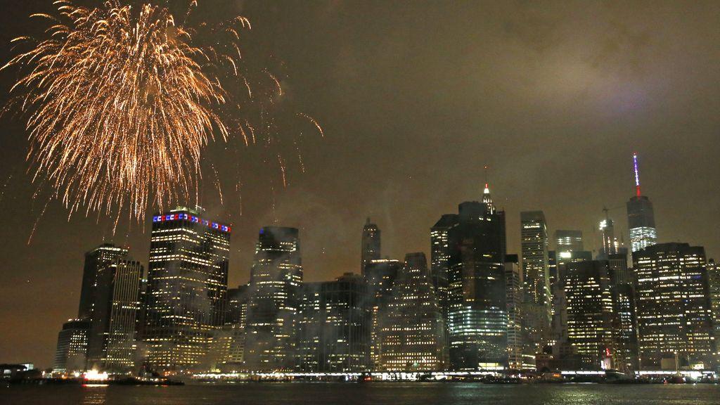 Manhattan se llena de fuegos artificiales