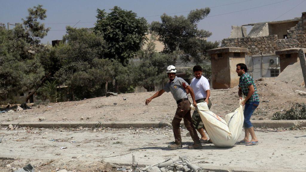 Un ataque aéreo en Alepo mata a 16 personas cuando acudían a un funeral
