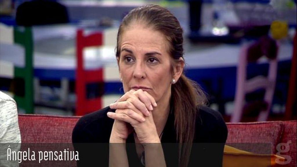 Ángela pensativa