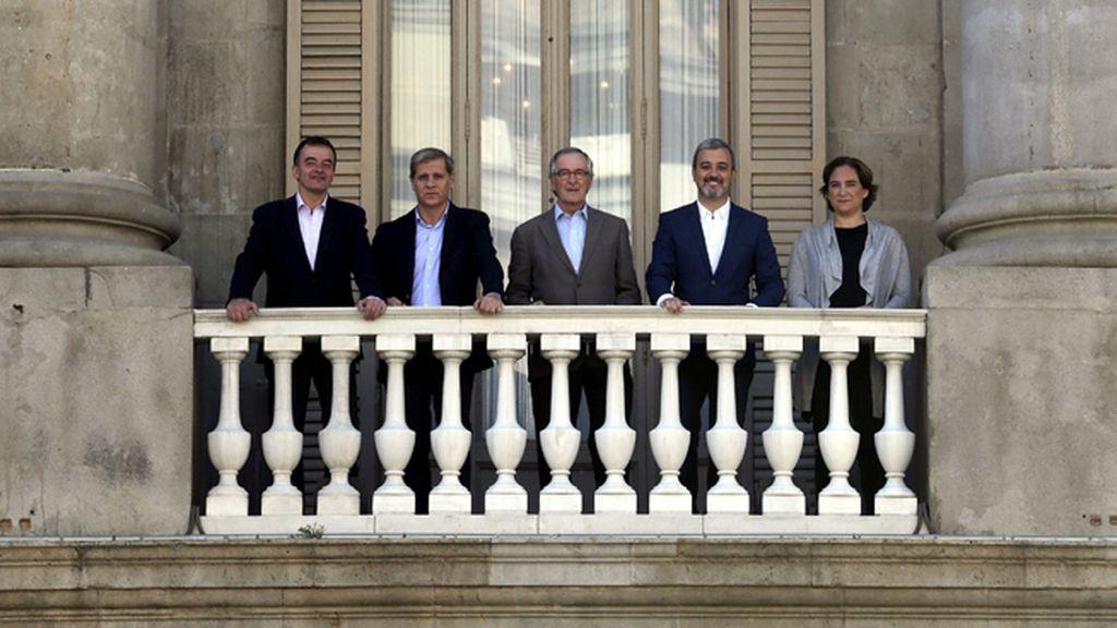 Candidatos a la alcaldía de Barcelona posan juntos