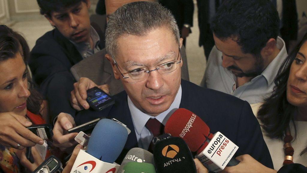 El ministro de Justicia, Alberto Ruiz-Gallardón, ha explicado que pospone el proyecto de reforma de la ley del aborto
