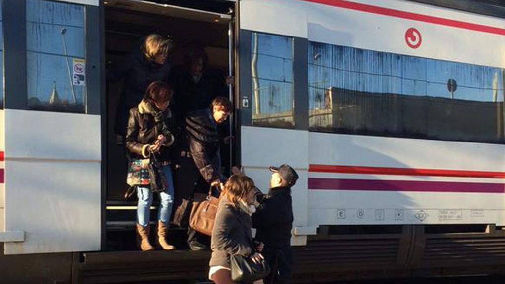 Un hombre amenaza con inmolarse en un tren de Cercanías