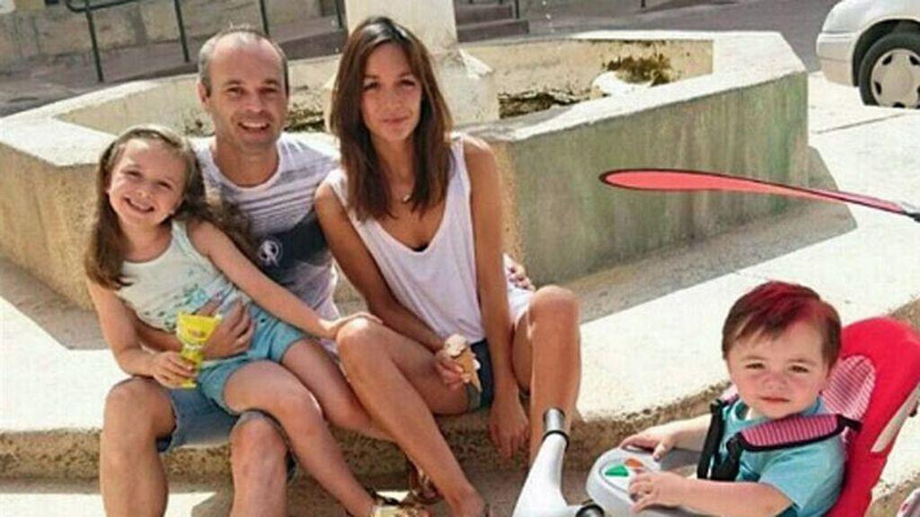 Se han hecho la foto de familia en la fuente del pueblo