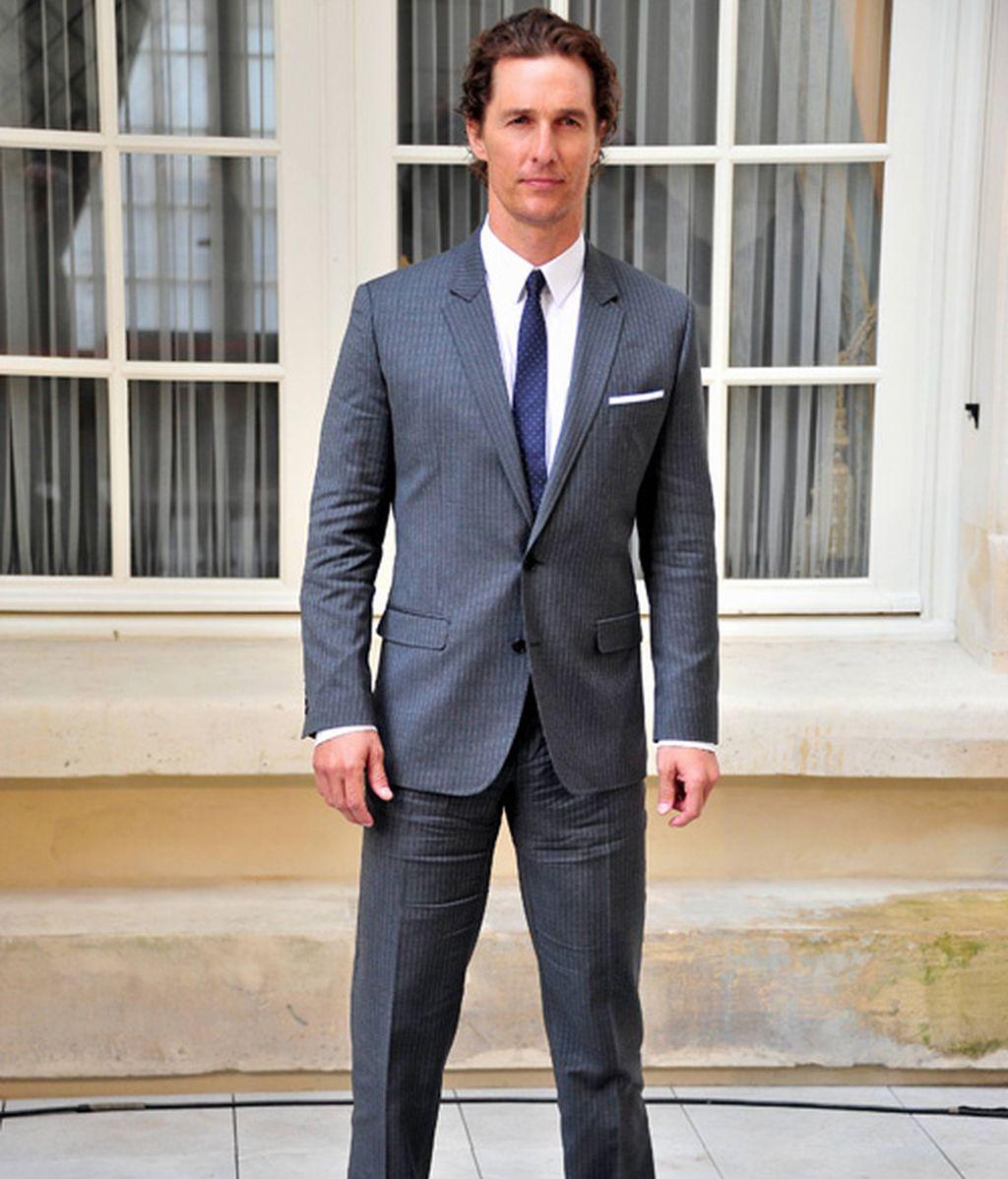 Cómo arruinar a un dandy: traje oscuro con zapato marrón