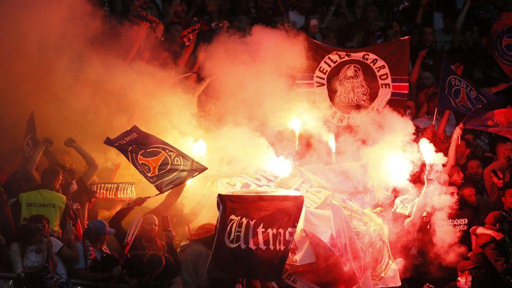 Ultras del PSG celebran la victoria sobre el OM