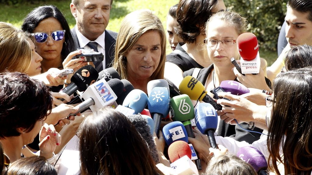 La ministra de Sanidad en el funeral de Miguel Pajares