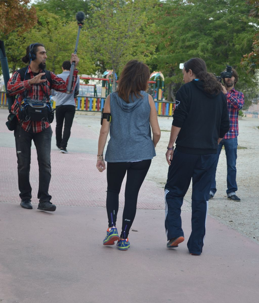 Ana Rosa Quintana camina junto a Pablo Iglesias