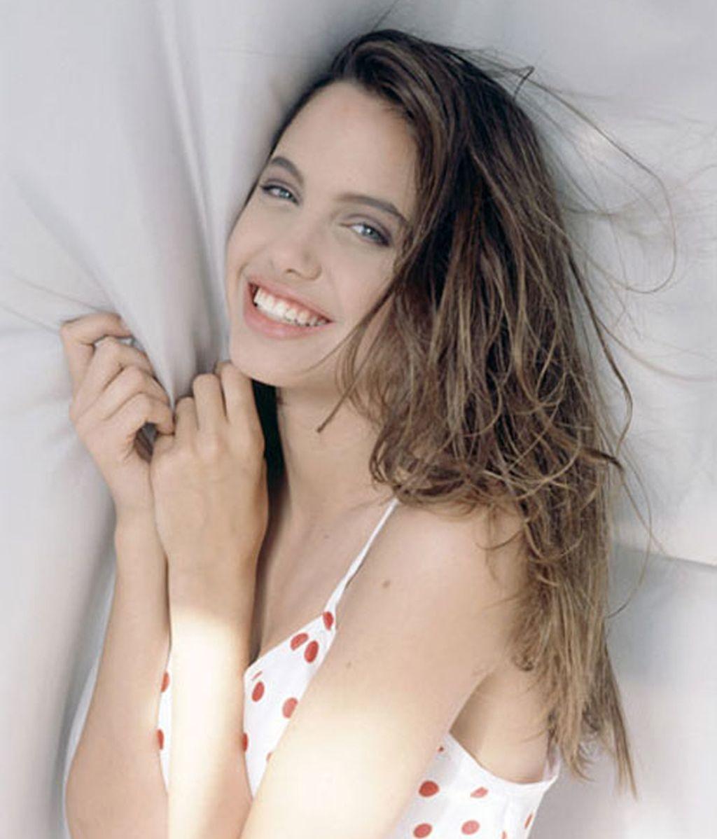 Nuevas imágenes de Angelina Jolie adolescente